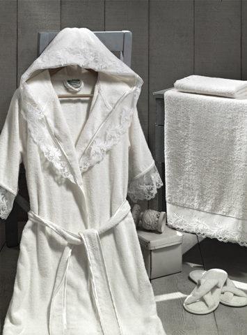 Подарочный набор: халат, 2 полотенца, тапочки. Цвет - кремовый