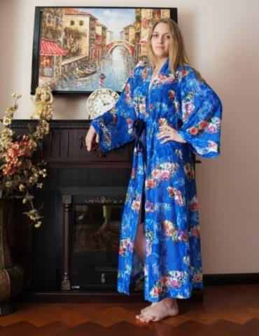 Женский халат из гипюра (синий)