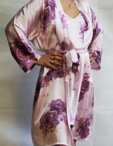 Женский халат из натурального шелка в комплекте с сорочкой