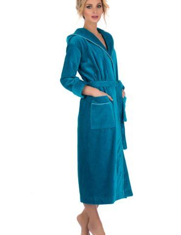 Стильный махровый халат с капюшоном Beaute